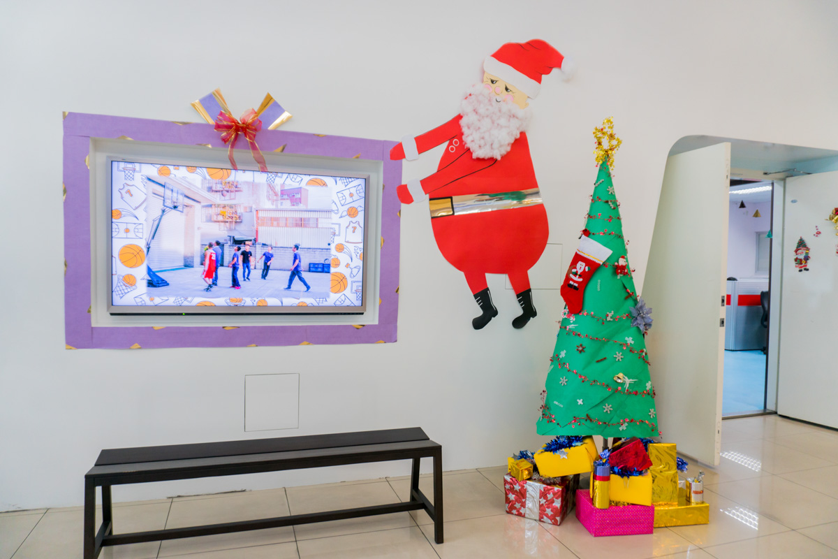 Martas Christmas Decorating contest