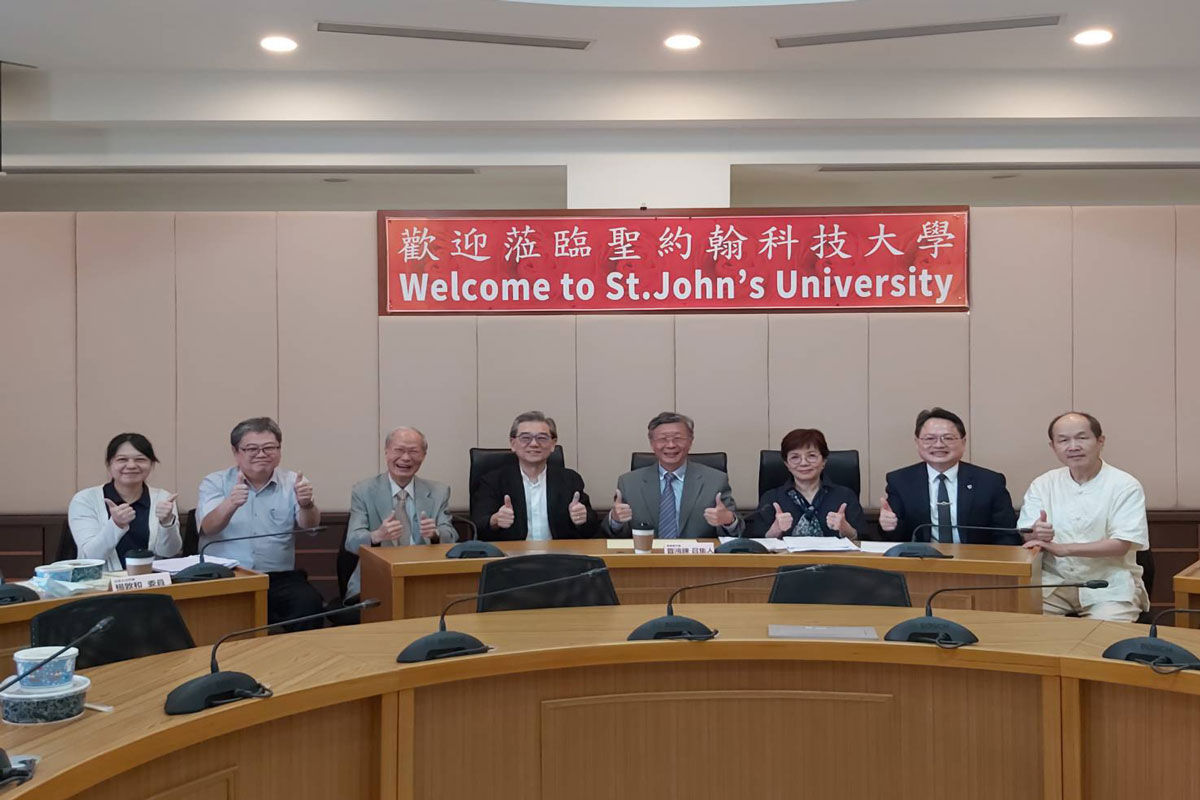 Serve as the selection committee for the president of St. John's University of Science and Technology